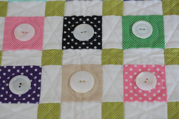 Dott_ie_Quilt_with_buttons_(1_of_1)